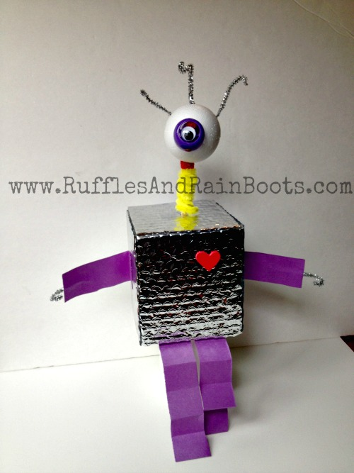 Recycle Bin Crafting: Alien Robot Who Lives On The Table In Space