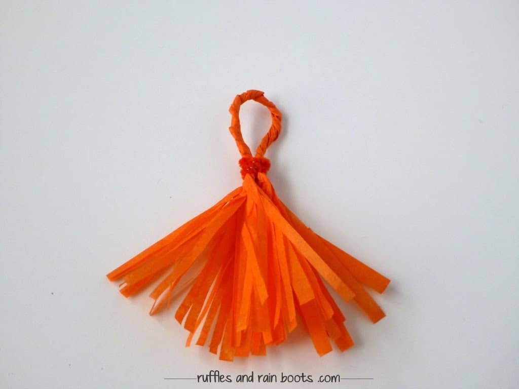 tie-tassels-with-pipe-cleaners