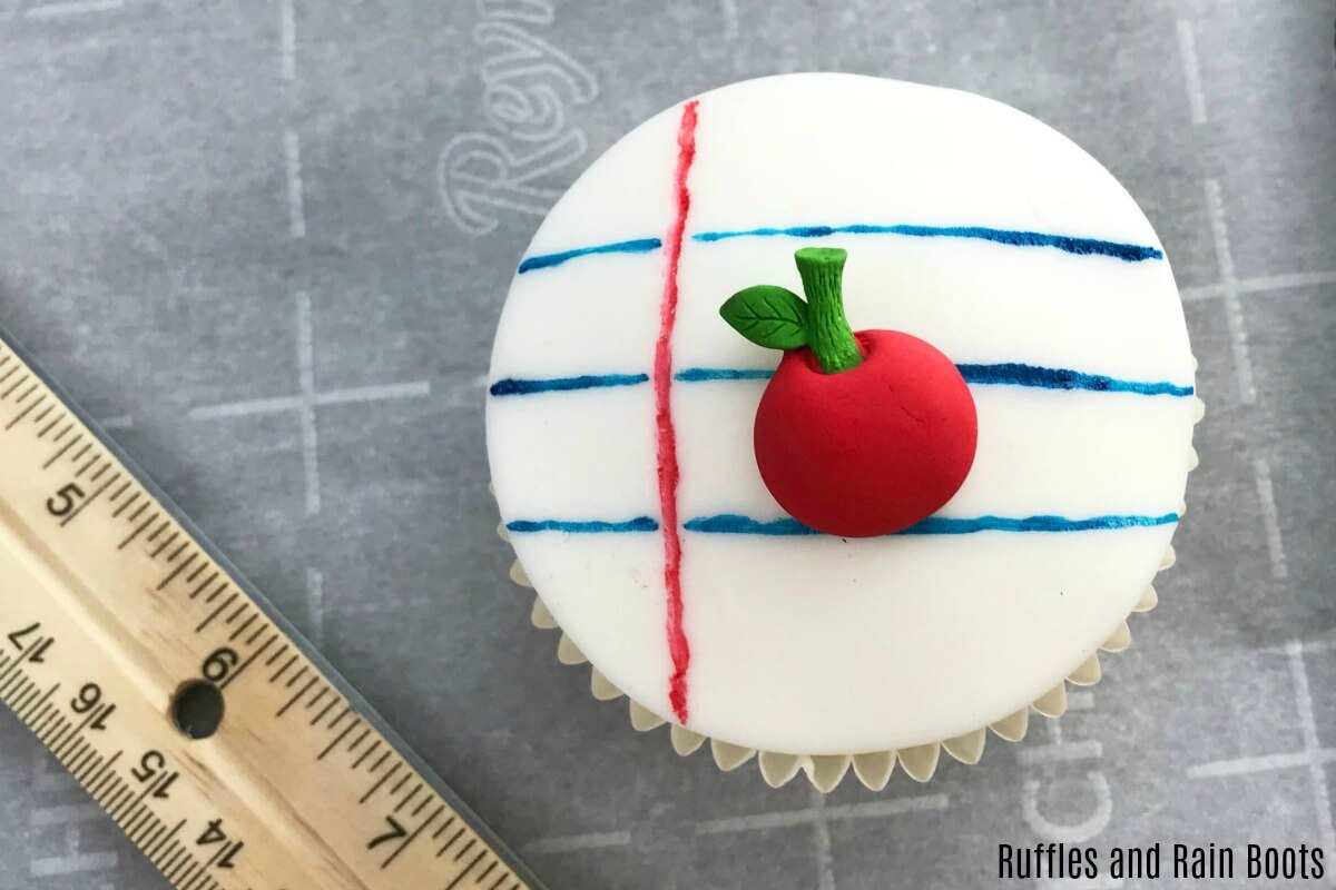 how to add icing decorations