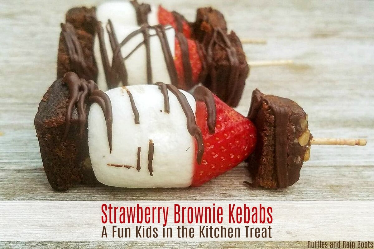 Get the kids in the kitchen and make these fun strawberry brownie kebabs. #strawberry #strawberryrecipes #strawberrydesserts #easydesserts #dessertideas #strawberryseason #kebabs #dessertkebabs #treatkebabs #foodonastick #browniebites #strawberrybrownie #rufflesandrainboots