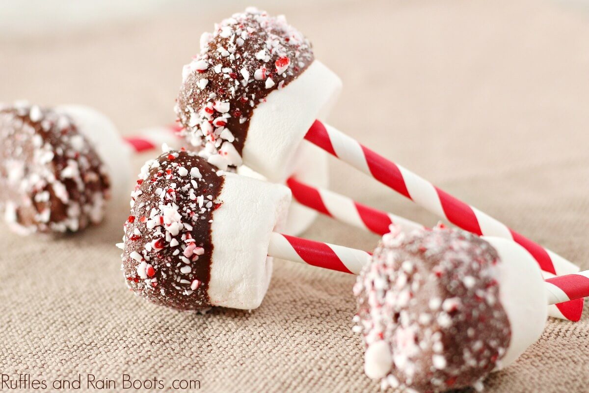 Easy Dipped Marshmallows for Christmas Hot Cocoa Gifts