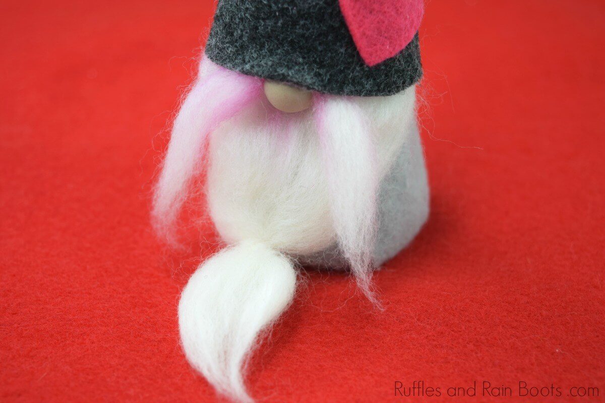 diy felt gnome set for Valentines Day crafts