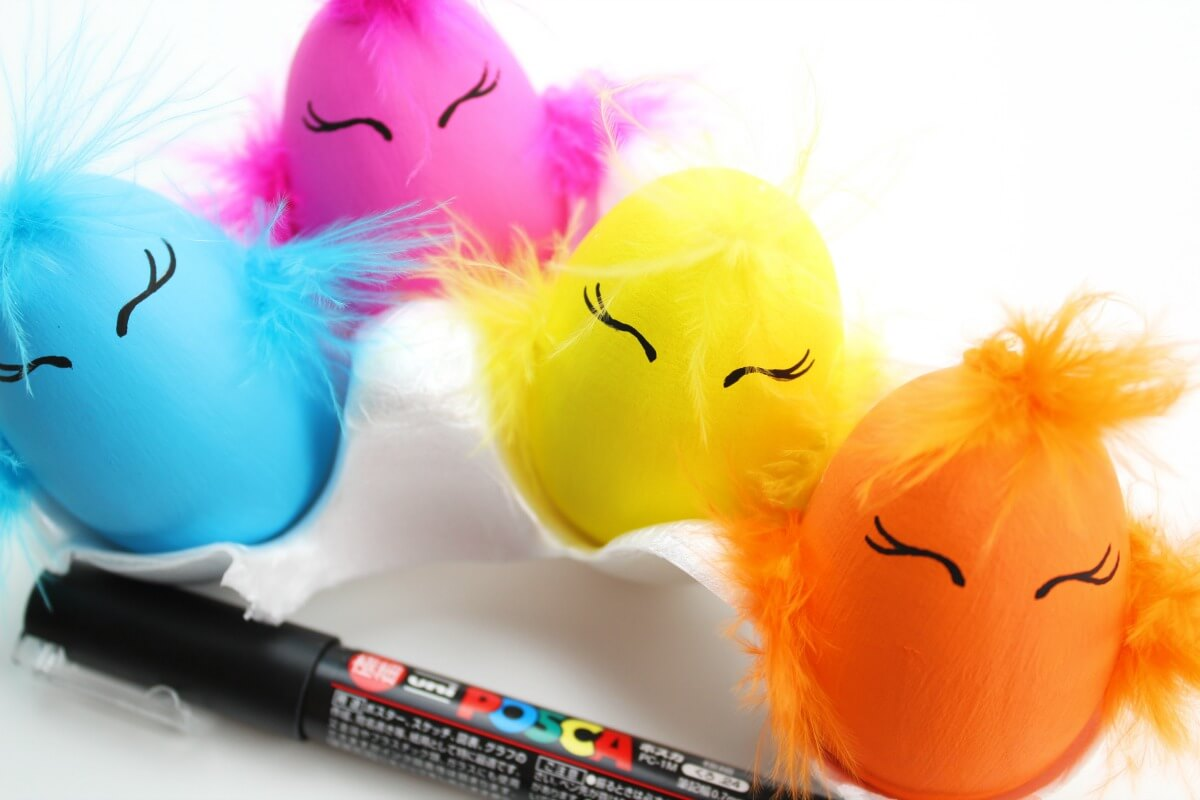 draw on baby chick Easter egg eyes with paint pen