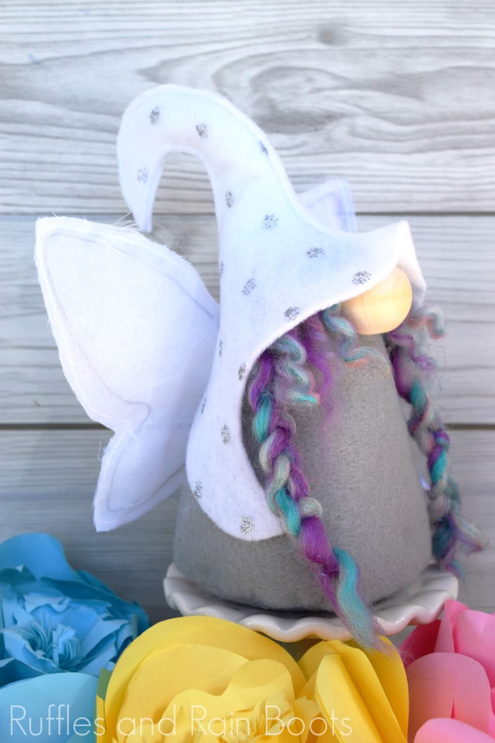 Elfin fairy gnome pattern with wings
