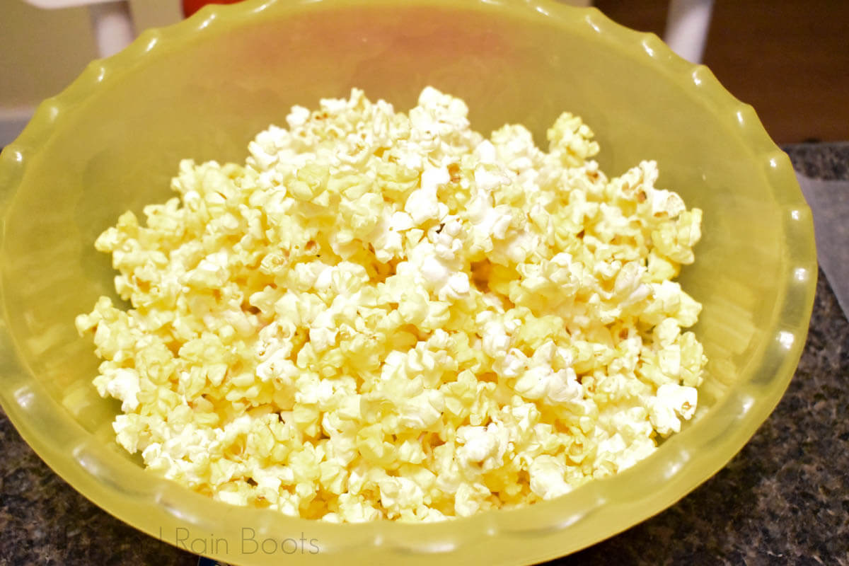 popcorn in bowl with kernels removed