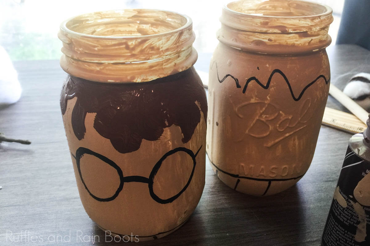 tutorial for how to make harry potter school organizers with mason jars by painting the outlines on the jars