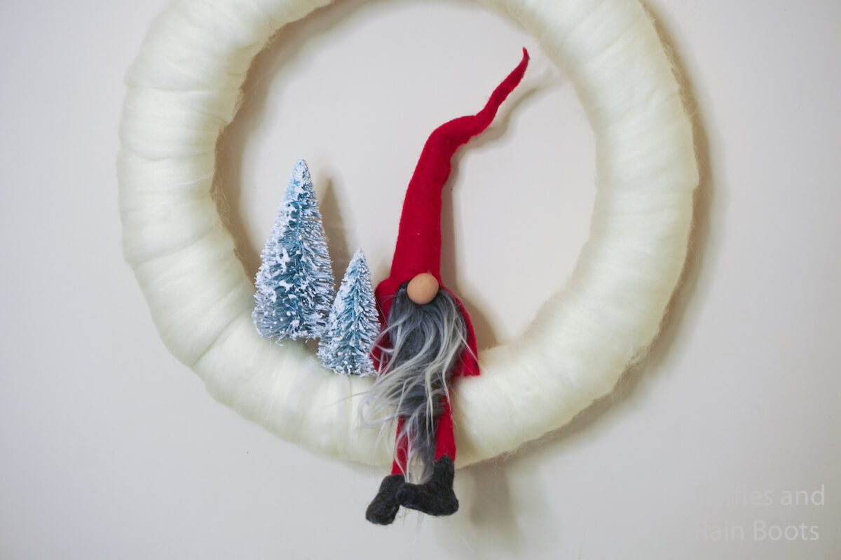 how to make a wreath with a gnome on it on a white background