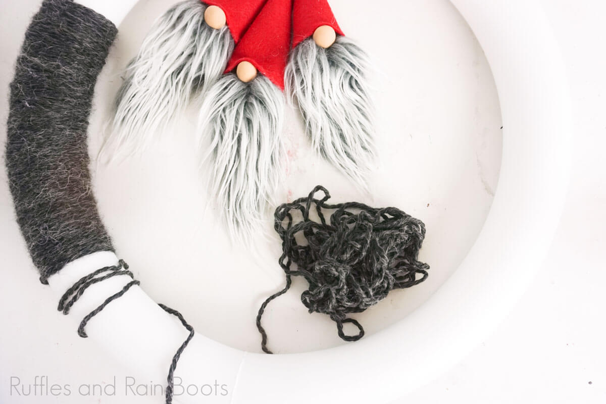 how to make an easy christmas wreath with gnomes step 5 Christmas gnome yarn wreath
