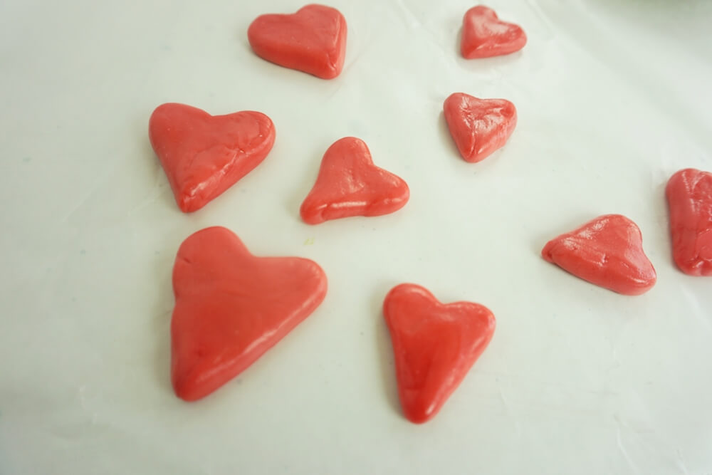 step 2 how to make grinch cupcakes by making candy hearts to put on top