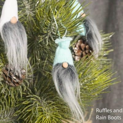 Mini Gnome Ornaments from Glove Fingers – 3 Ways!