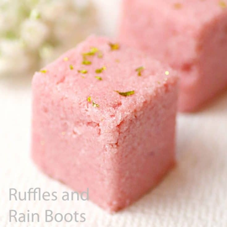 how to make body scrub cubes on a white table