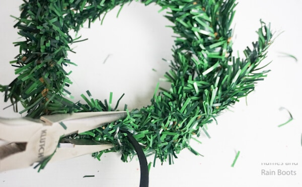 how to make wreath mickey ears by wrapping the ends of the wreath around the headband