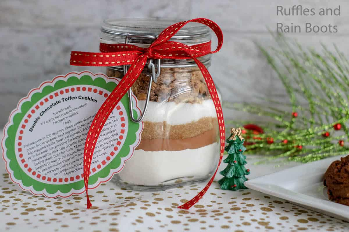 how to make a gift in a jar with cookie ingredients