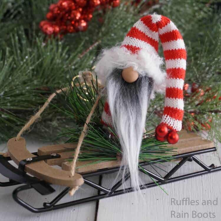 easy gnome ornament with a sled