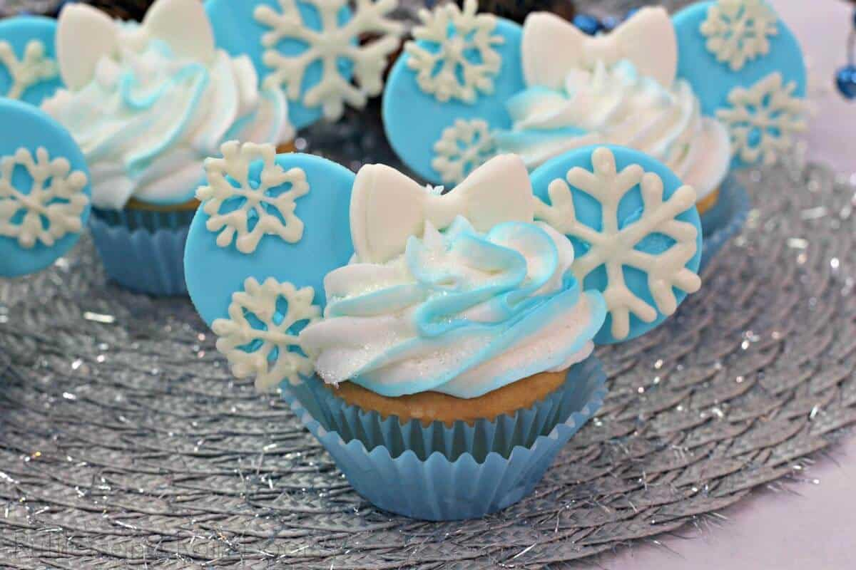 Easy Elsa Cupcakes with minnie mouse ears and bow
