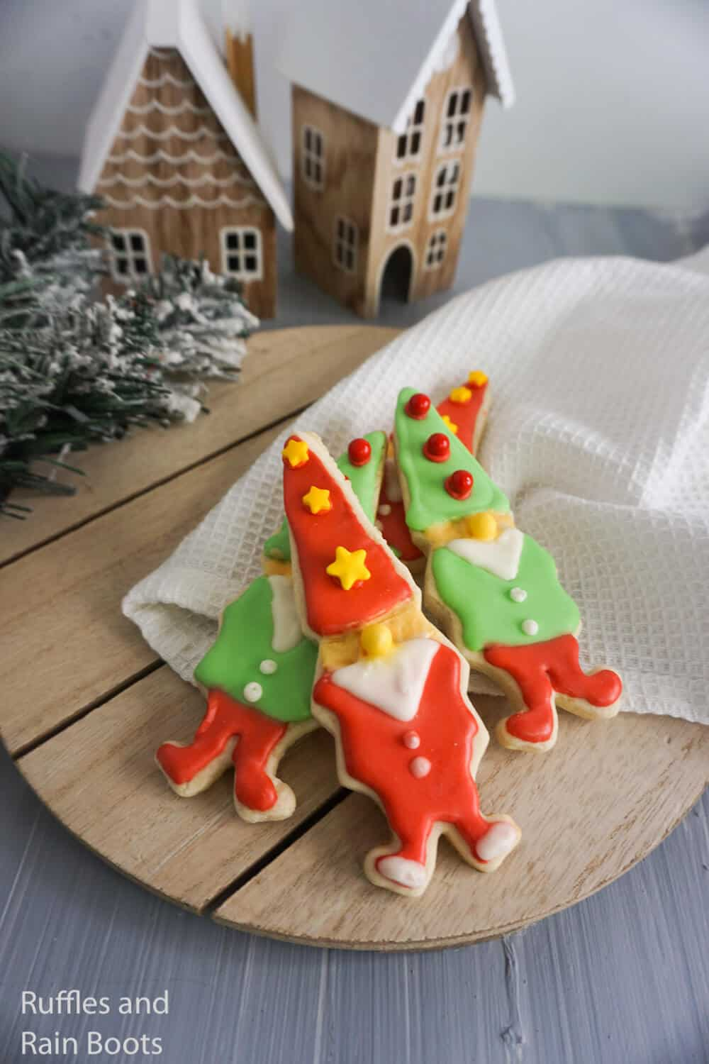 how to make elf-shaped cookies