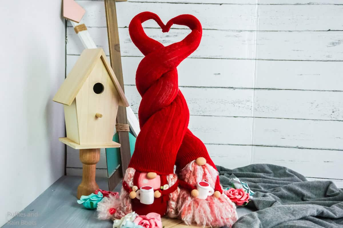 how to make sock gnomes with valentines hats
