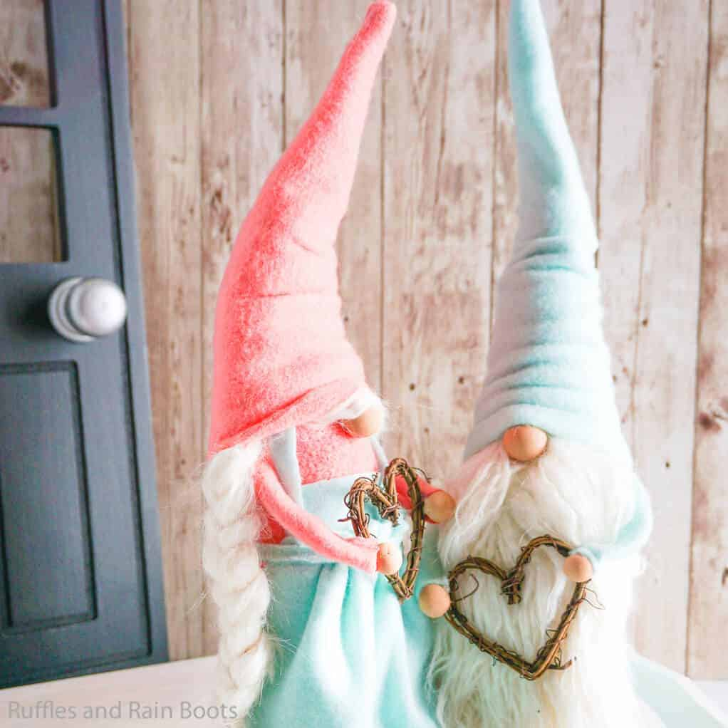 simple gnome pattern for a girl gnome with an apron
