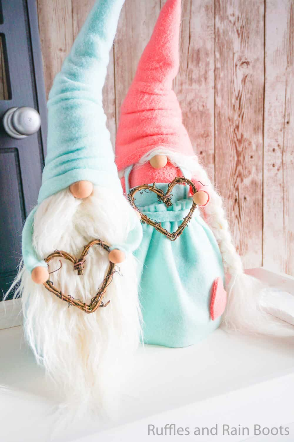 easy pattern for a gnome made with fleece