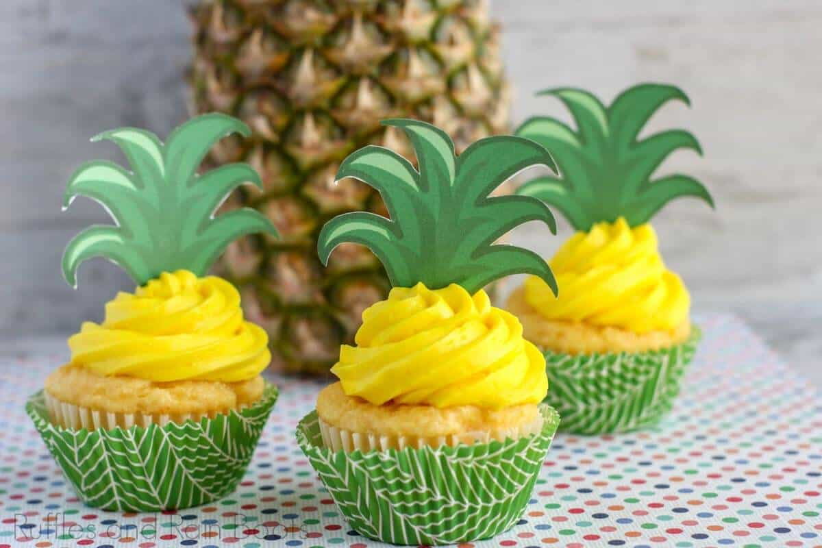 simple cupcakes with pineapple crowns