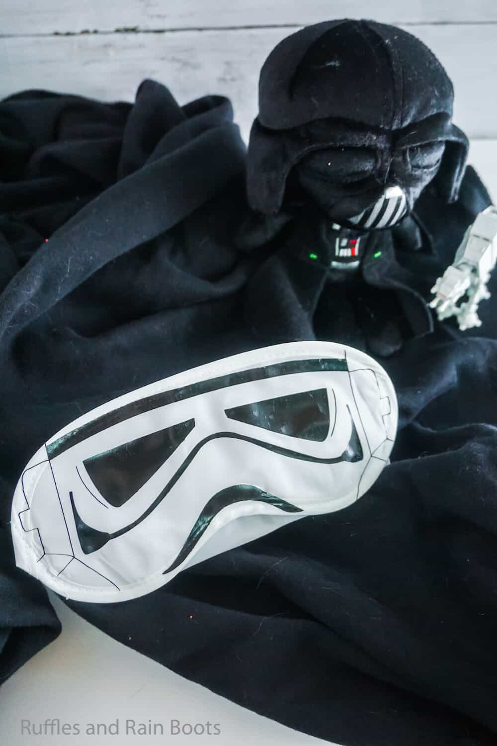 how to make a stormtrooper sleep mask for a disney fish extender gift