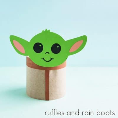 Everyone LOVES This Baby Yoda Paper Craft Inspired by The Mandalorian!