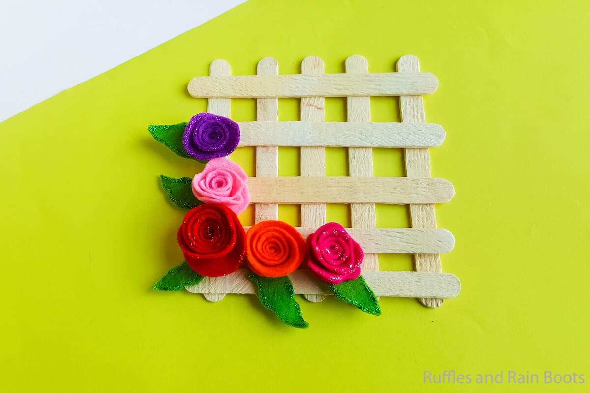 how to make a popsicle stick wreath