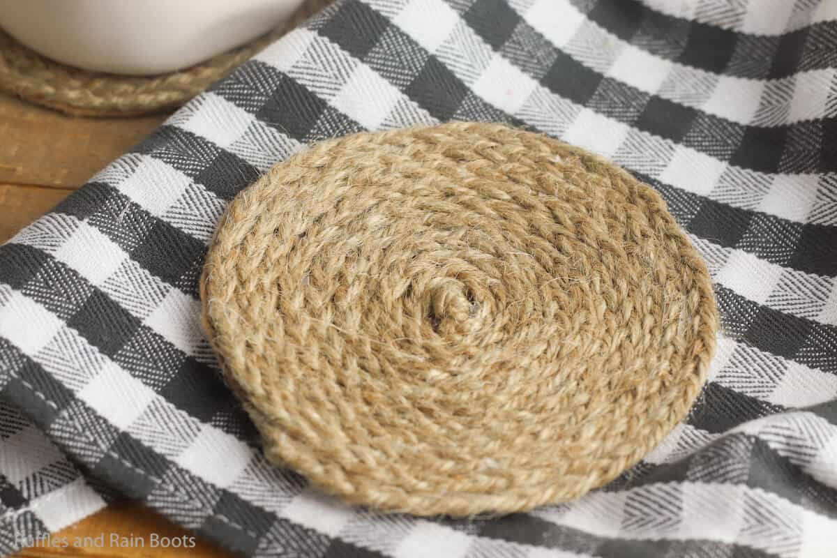 Make These Easy Braided Jute Coasters For Summer Farmhouse Decor