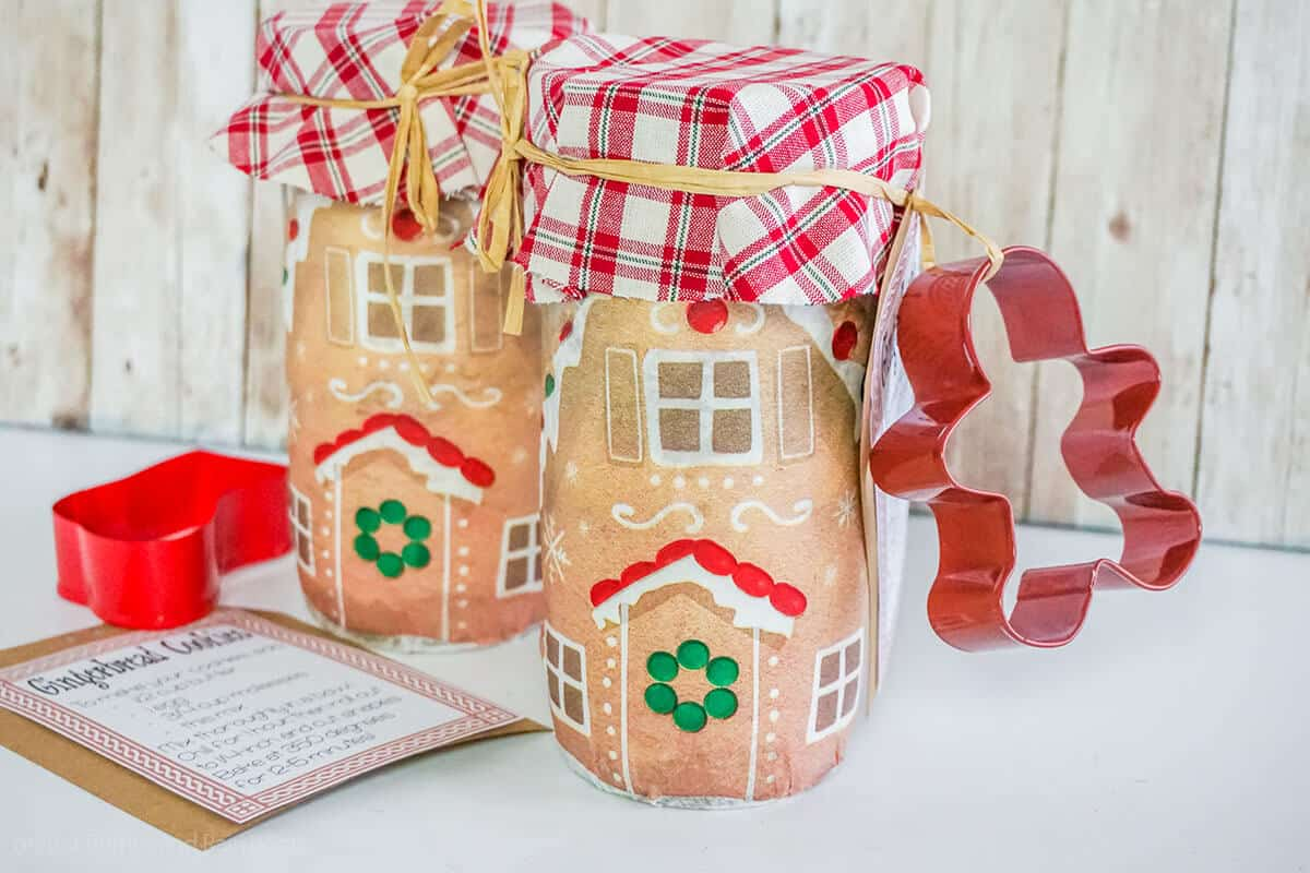 diy gift idea of gingerbread cookie mix in a jar