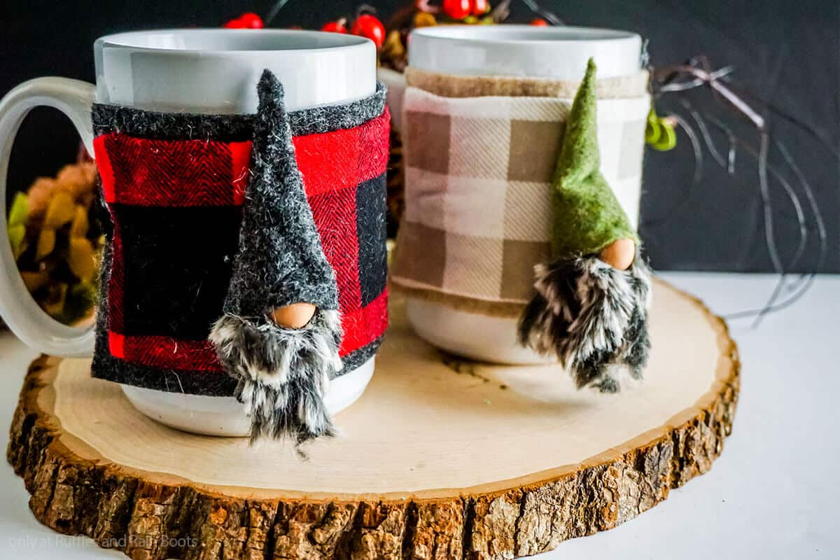 no-sew gnome pattern for a mug cozy decoration