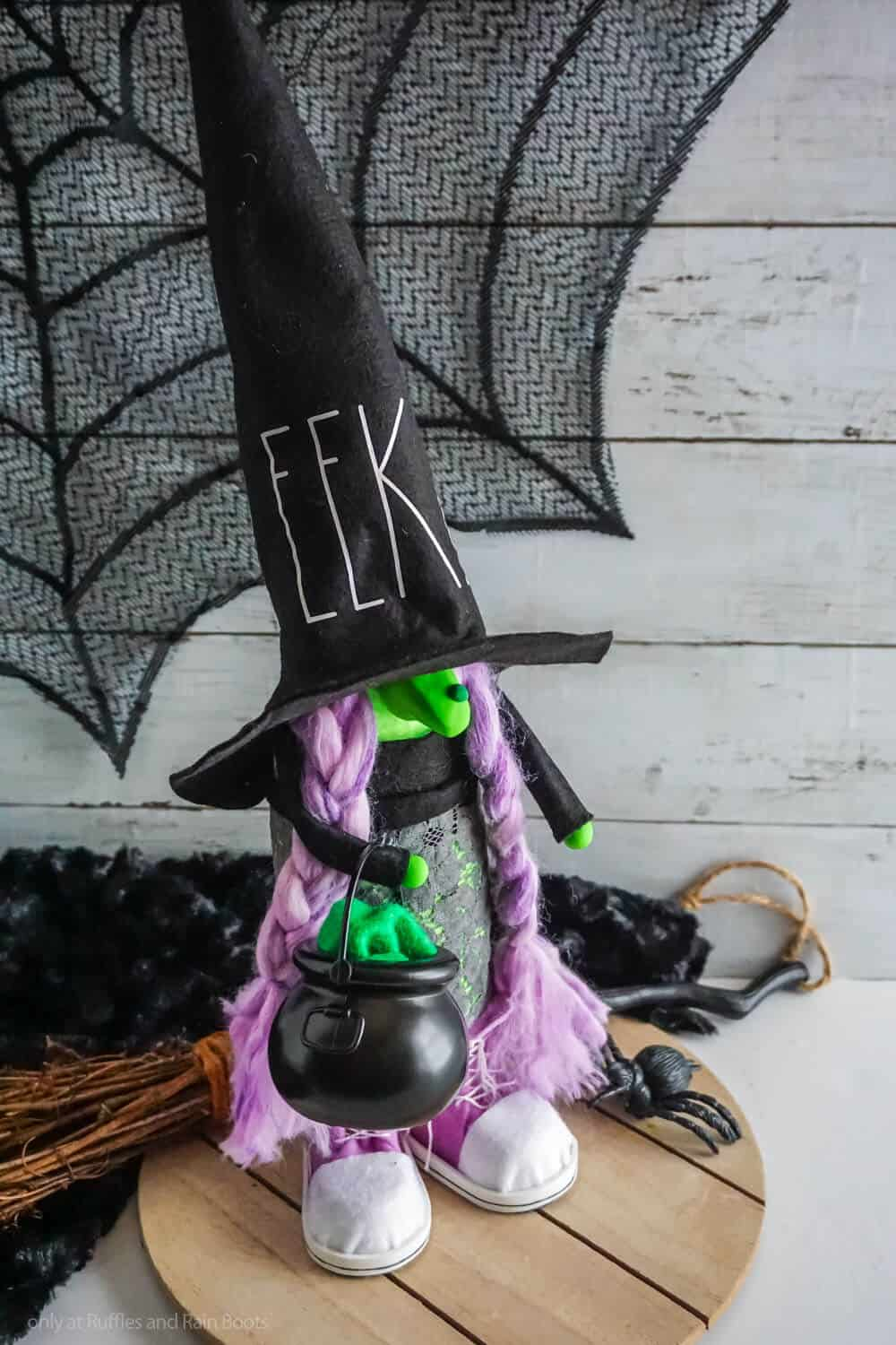 no-sew gnome pattern for a halloween witch gnome