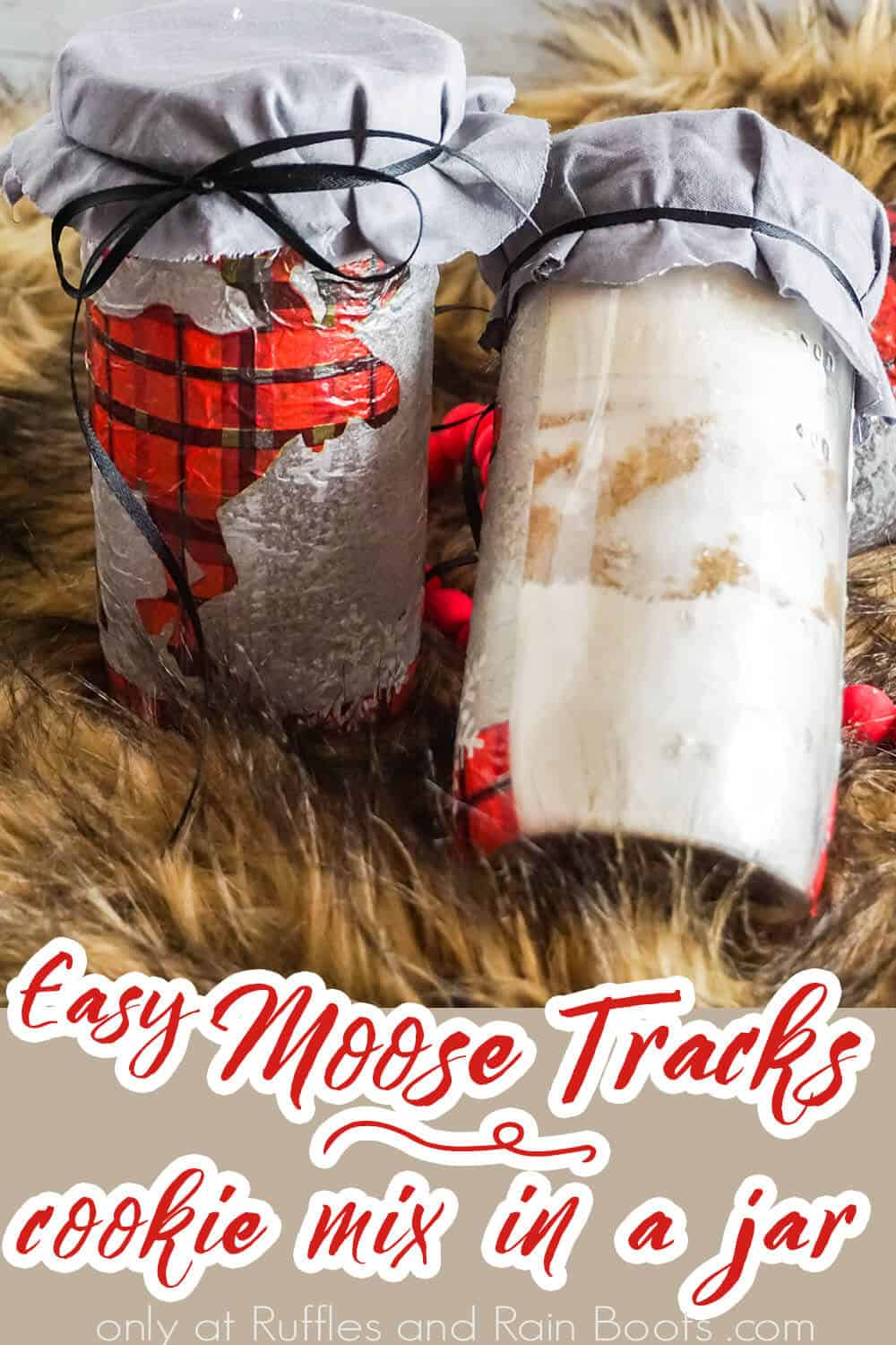 mason jar neighbor gift with text which reads easy moose tracks cookie mix in a jar