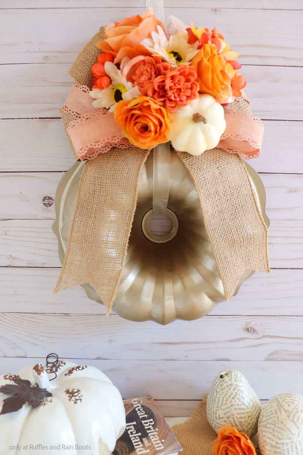 fall craft to make a wreath from a bundt pan for fall