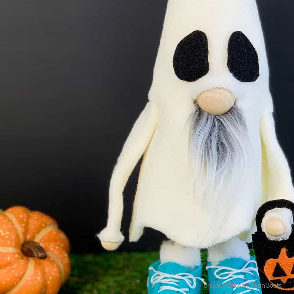 closeup of easy diy halloween ghost gnome no-sew pattern