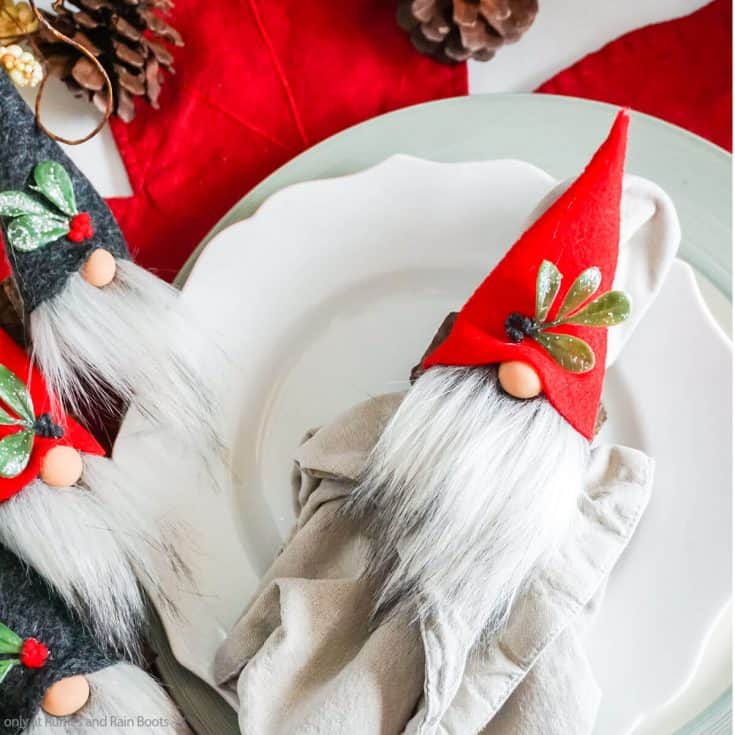 easy christmas gnome pattern for napkin ring gnomes