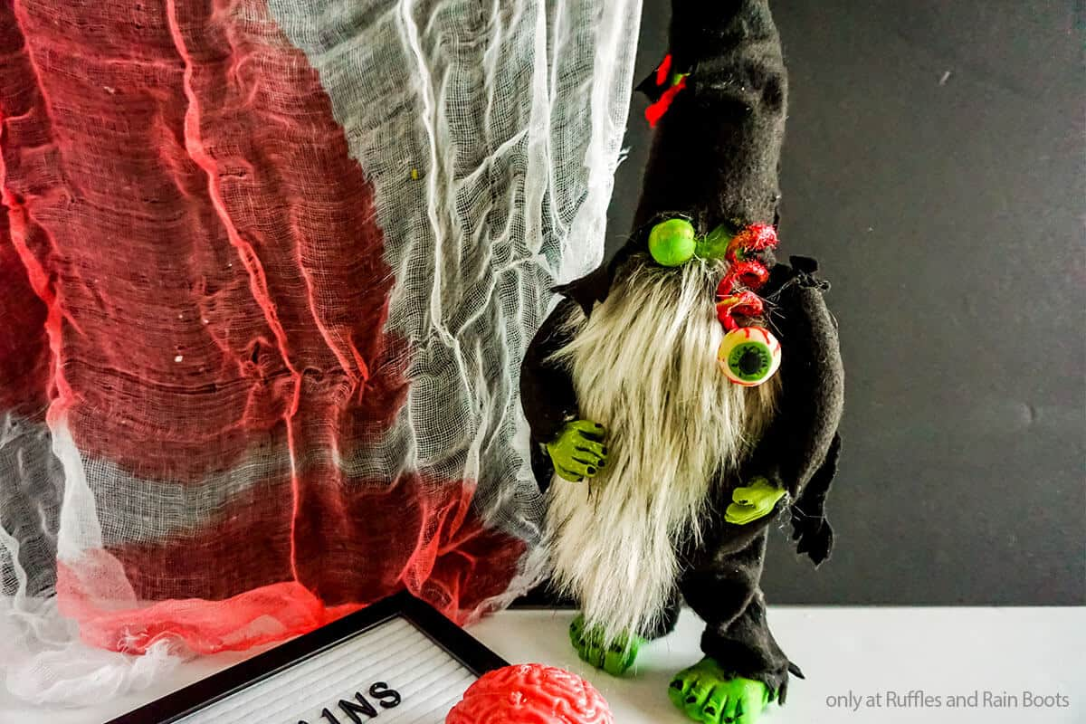 easy gnome pattern for a halloween zombie gnome