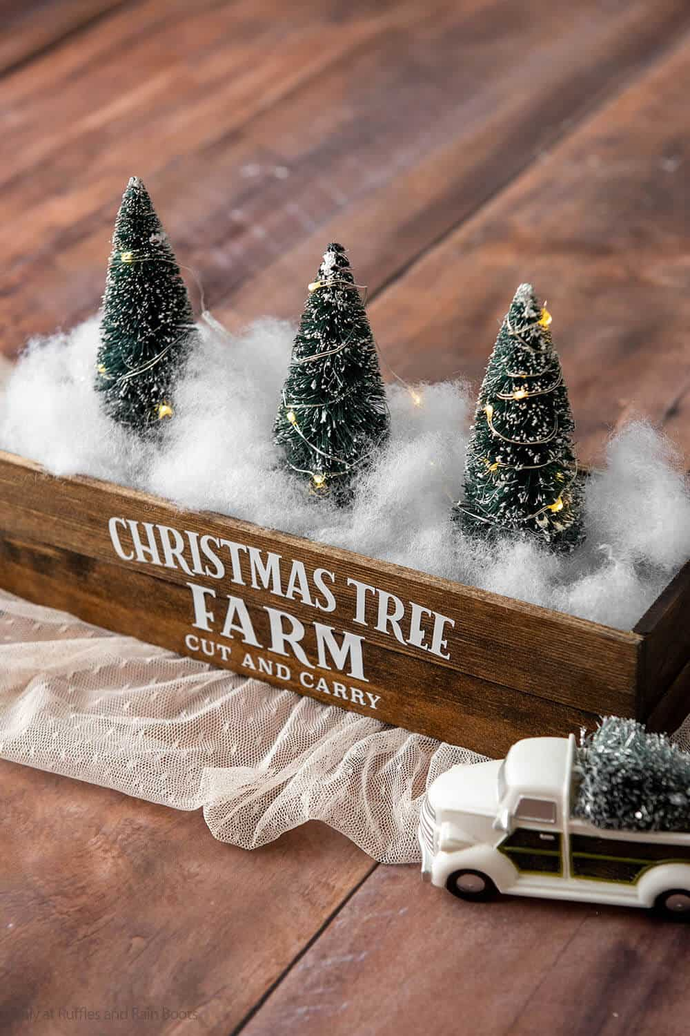closeup of easy christmas farmhouse craft for christmas