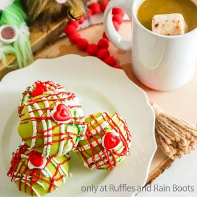 10-Minute Grinch Hot Cocoa Bombs Make a Perfect Christmas Gift!
