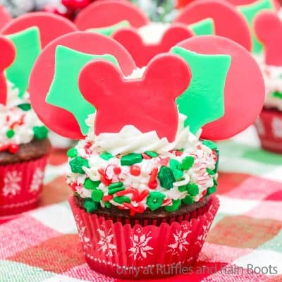 Make Holly Mickey Cupcakes, a Disney Christmas Cupcake for the Win!