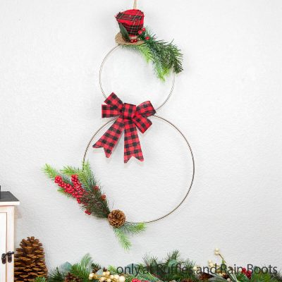 Make this Easy Modern Snowman Wreath in Just 10 Minutes!