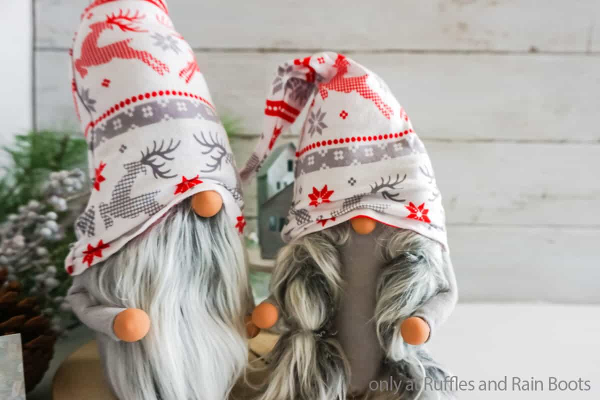 diy christmas gnome pattern for a no-sew gnome