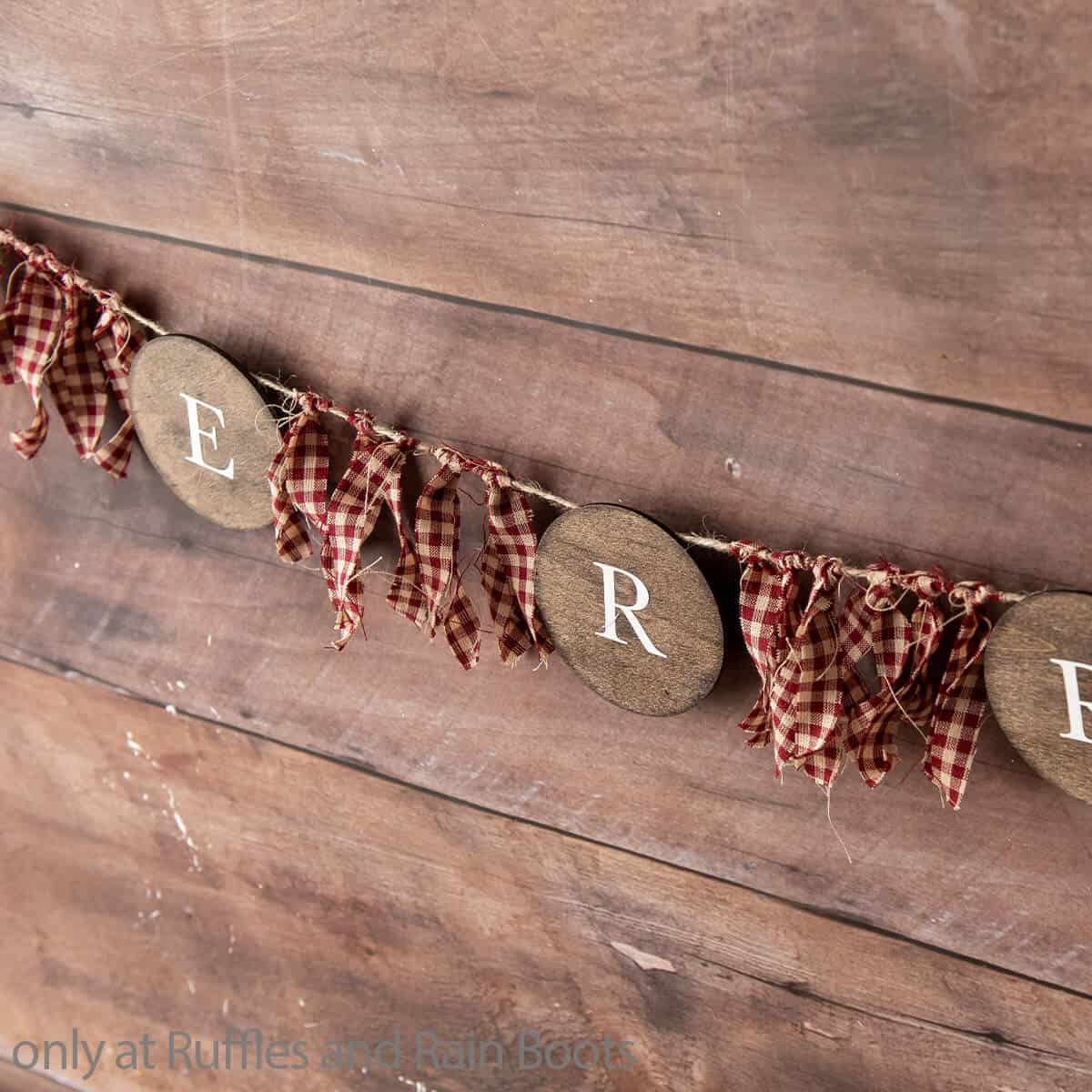 cricut christmas garland craft for farmhouse decor