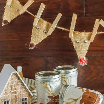 You Can Make This Reindeer Garland in a Mason Jar Kit As a Gift or Storage!