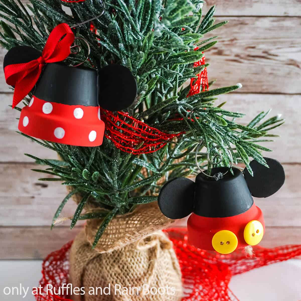 kids craft for Christmas mickey ornament