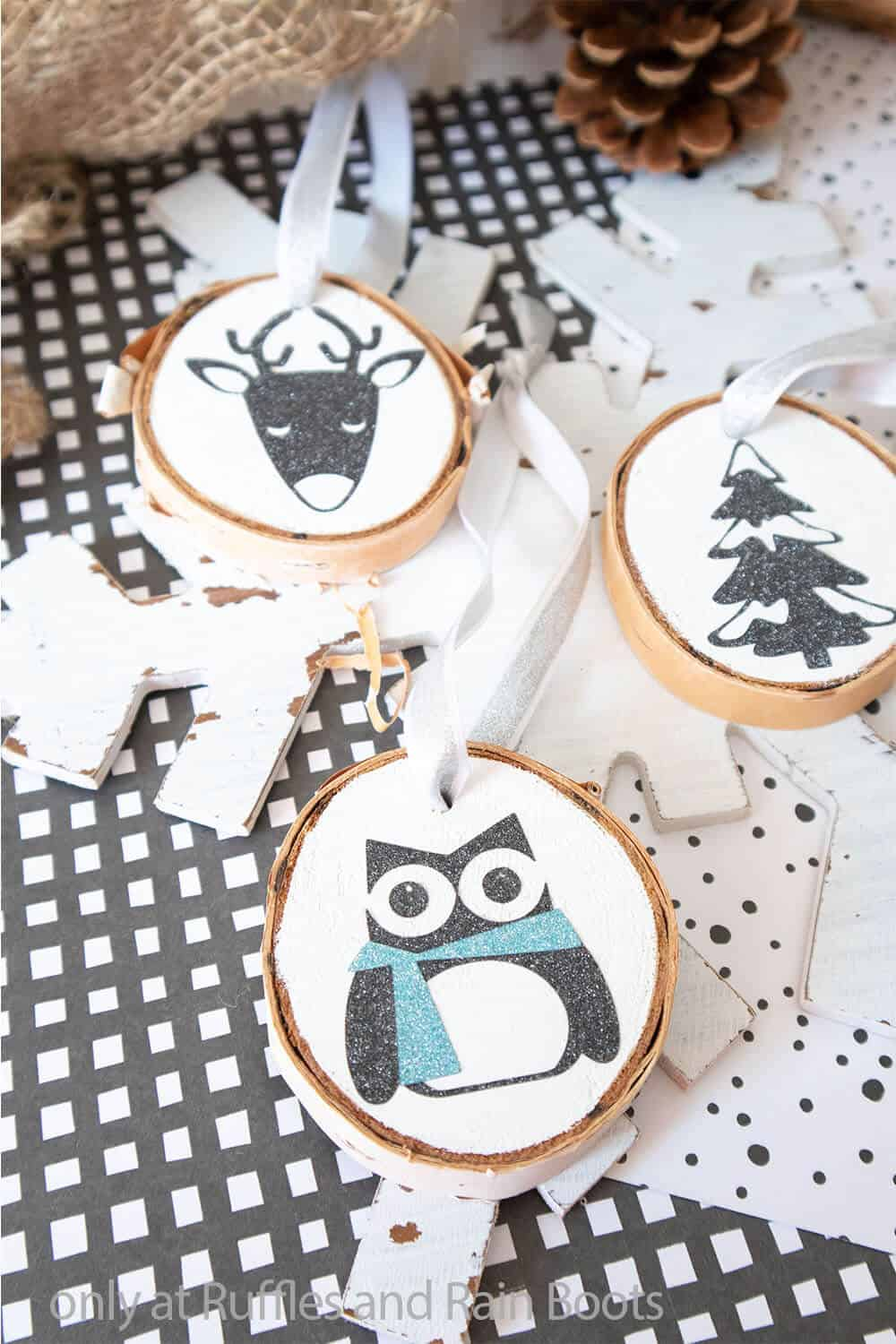 wood round christmas ornaments with cricut
