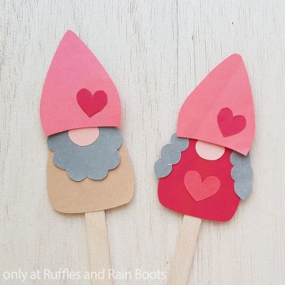 Easy Valentine Gnome Paper Puppets for Kids are a Fun Paper Craft!