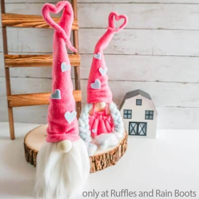 These Easy Valentines Wood Block Gnomes are Easy Wooden Gnomes!