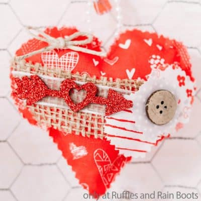 Easy No-Sew Valentines Heart Ornaments are a Quick Valentines Craft