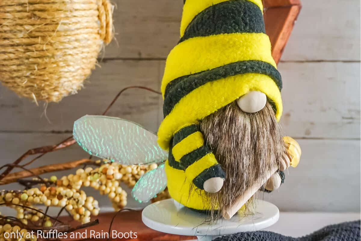 diy gnome pattern for a bee gnome