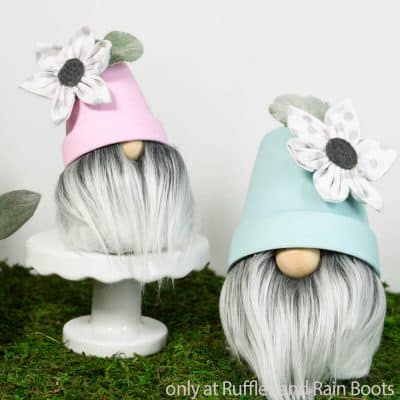 These DIY Gnomes with Flower Pot Hats are an Adorable Spring Gnome!